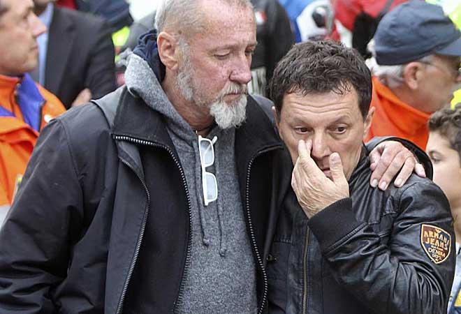 Fausto Gresini no par� de llorar durante todo el funeral.