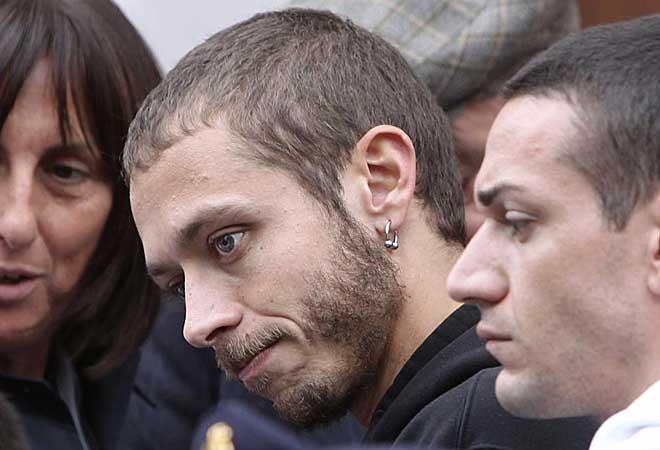 Valentino, el gran amigo de Marco, con mirada perdida y triste.