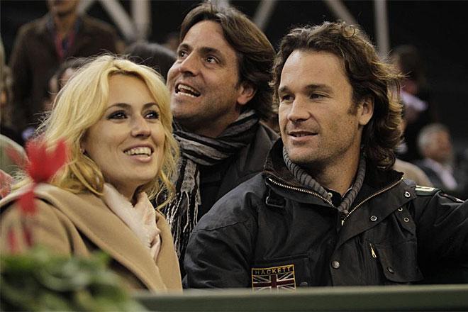 Carlos Moy�, que ya est� retirado, viaj� hasta Sevilla para apoyar a sus amigos y ex compa�eros en el equipo espa�ol de Copa Davis. Le acompa�� su novia Carolina Cerezuela.