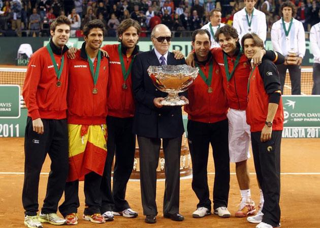 Su Majestad el Rey Don Juan Carlos I estuvo durante todo el fin de semana en Sevilla para apoyar a la selección ante Argentina.