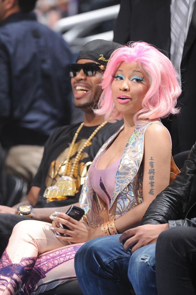 Nicki Minaj, ganadora de un premio Grammy, actuó durante el All Star y no se perdió el partido a pie de pista.