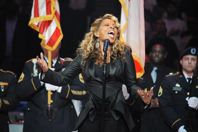 Mary J. Blige, ganadora de un premio Grammy, fue la encargada de interpretar el himno de Estados Unidos en el All Star.