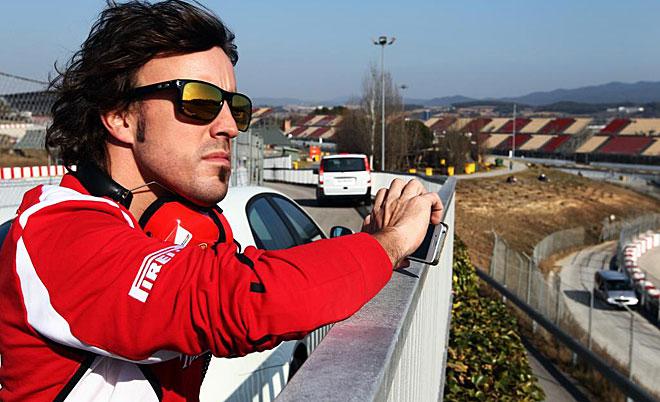 El asturiano no se perdi� detalle. Es uno de los temas claves de este a�o, saber si sus grandes rivales siguen haciendo soplar sus escapes en las frenadas o si, por el contrario, ya han adaptado sus coches a la nueva normativa.