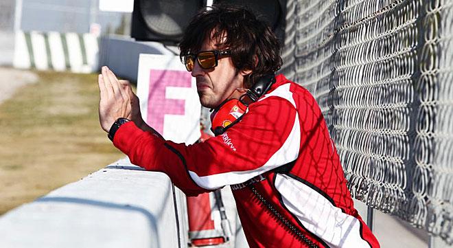A Fernando Alonso se le vio grabar v�deo con el tel�fono m�vil adem�s de sonido.