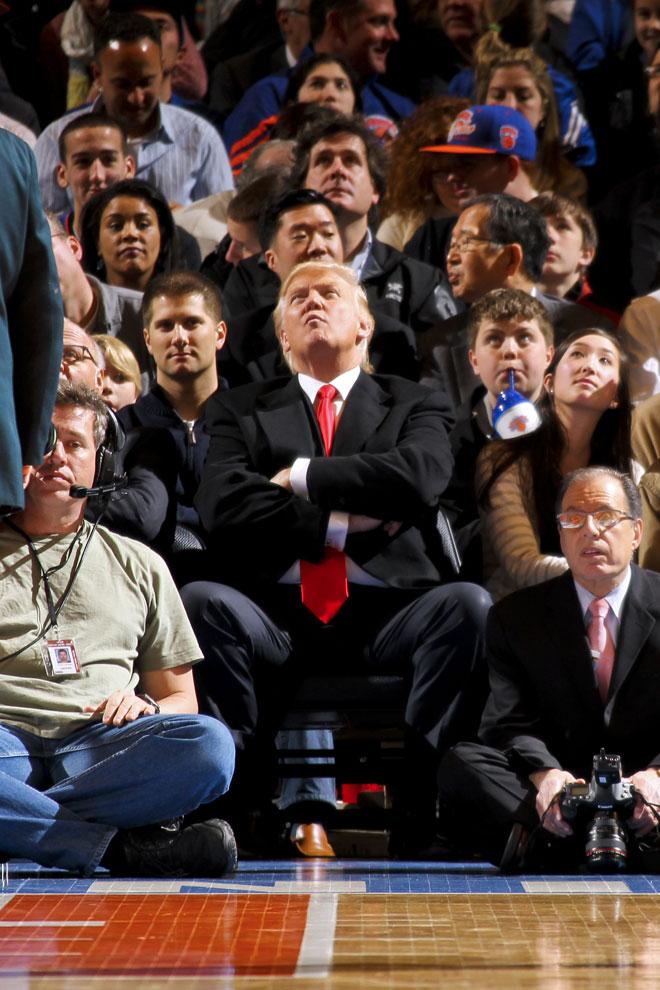 El popular millonario Donald Trump no quiso perderse el partido en el Madison que enfrent� a Knicks y Bucks.