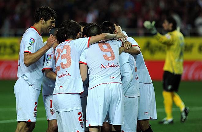 Alegr�a del Sevilla al ganar al Mallorca y ponerse a tiro de Europa.