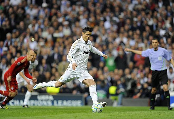 As� ejecut� el futbolista portugu�s el lanzamiento del penalti que signific� el 1-0.