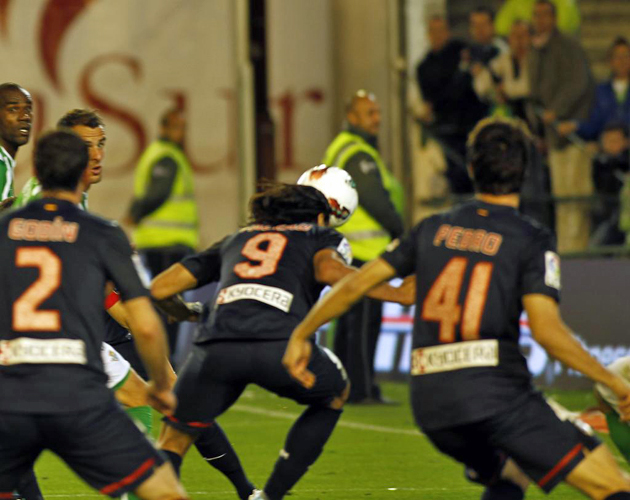 Empate apurado del Atl�tico merced a un gol en el tiempo a�adido de Falcao.
