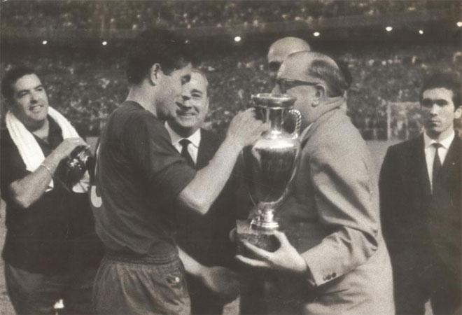 La selección española de fútbol conquistaba su primera Eurocopa en 1964.