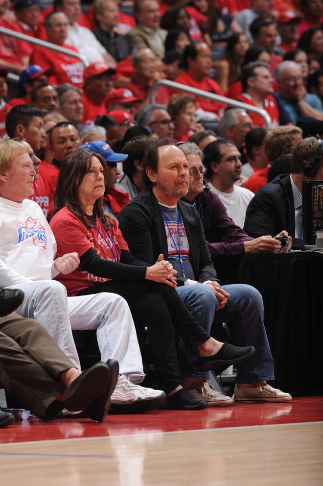 El genial c�mido y actor Billy Crystal, el seguidor m�s fiel y popular de los Clippers, se despidi� de los playoffs de la NBA con la derrota de su equipo a manos de los Spurs.