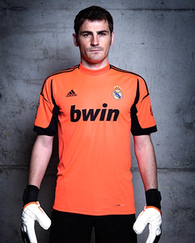 La equipación de portero. Casillas se vistió la camiseta ... 3060a004b170a