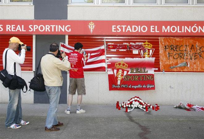 Varios aficionados se acercaron al Molin�n de manera espont�nea para homenajear a Manuel Preciado.
