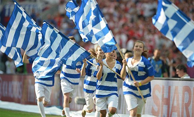 Los griegos se dejaron ver en el partido inaugural y demostraron que son una de las aficiones m�s calientes de Europa.
