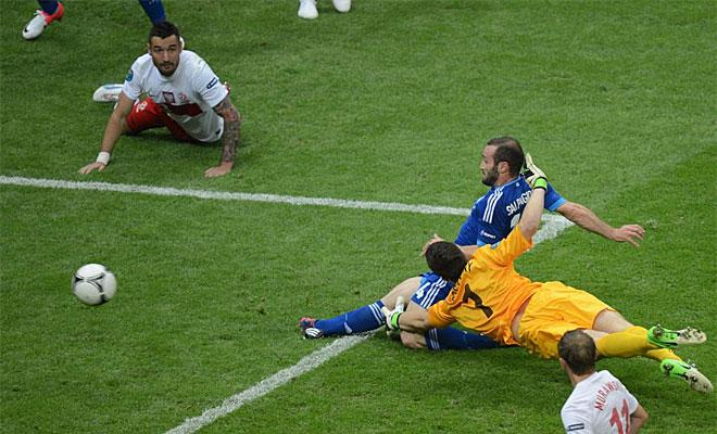El griego sali� en la segunda mitad y equilibr� el choque casi en su primera acci�n tras aprovechar un error de Szczesny.