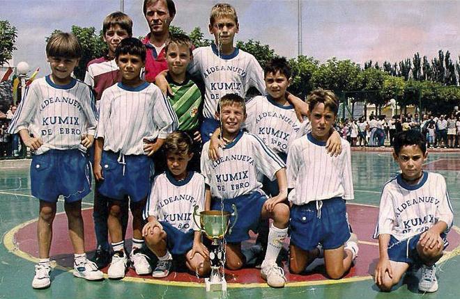 El idilio de Fernando Llorente con el bal�n naci�, como en casi todos los ni�os de su edad, jugando en una pista de f�tbol sala.