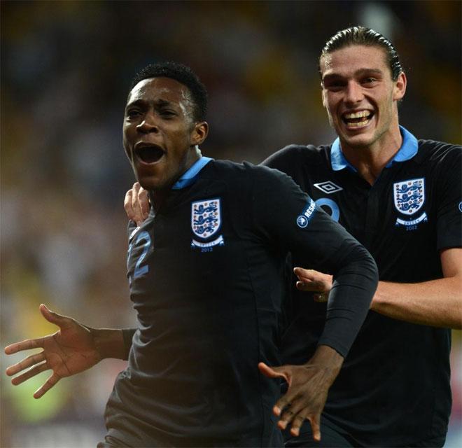 El delantero del Manchester United culminó la remontada inglesa con un golazo de tacón a pase de Walcott. Firmó el definitivo 2-3.