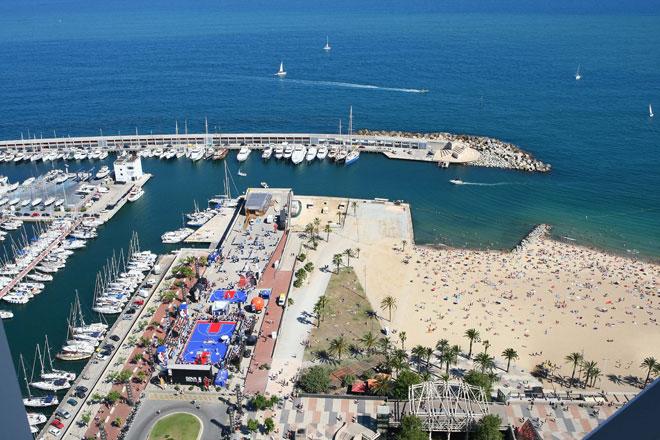 El NBA BBVA Tour ha desembarcado en el puerto deportivo de Barcelona en una fiesta que conjuga a la perfecci�n afici�n, alegr�a, diversi�n y baloncesto.