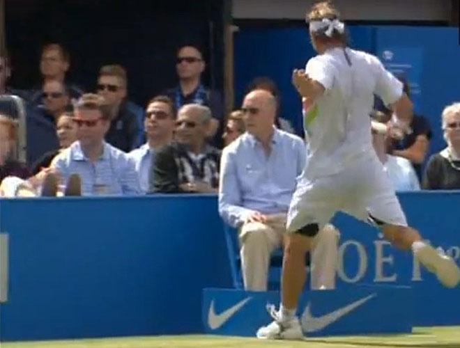 El tenista argentino respondi� as� a un punto perdido en la final de Queens ante Cilic.