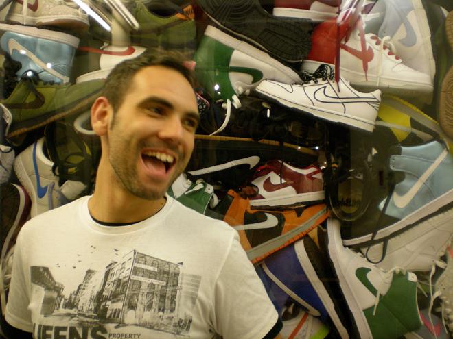 Emilio Cobos es un reputado fot�grafo profesional con experiencia en ACB, Euroliga, FIBA y NBA, puedes seguirle en @emiliocobosc, y tambi�n es uno de los mayores expertos de Espa�a en lo que a zapatillas de baloncesto se refiere.