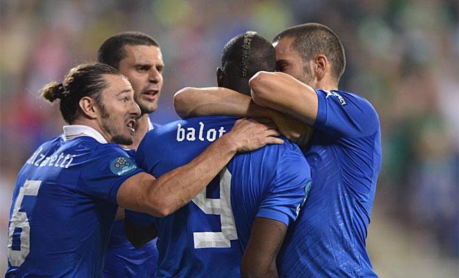Los compa�eros de Balotelli frenaron al delantero...