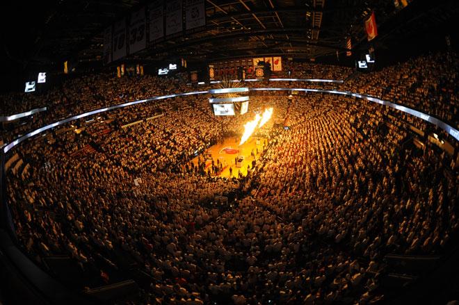 Espectacular vista general del American Airlines Arena de Miami durante la presentaci�n del tercer partido de las Finales NBA entre Heat y Thunder.