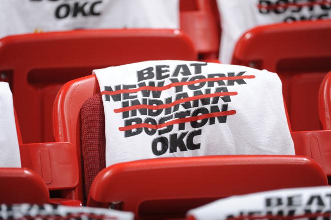 La camiseta que lucieron los seguidores de los Heat en el tercer partido de las Finales de la NBA contra los Thunder.