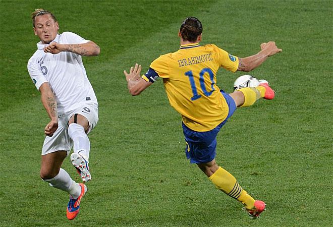 Zlatan Ibrahimovic hizo frente a Francia uno de los goles de la Euro. Enganchó una volea de medio chilena imposible para Lloris.