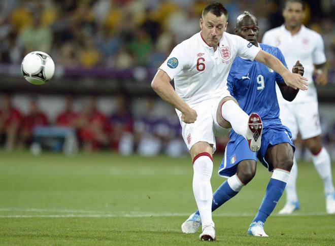 Repasa las mejores imágenes del duelo de cuartos de final de la Eurocopa entre las selecciones inglesa e italiana, disputado en Olímpico de Kiev.