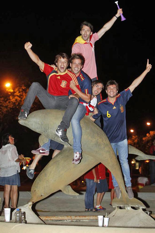Plaza de los Delfines, punto de encuentro habitual de las fiestas del Estudiantes.