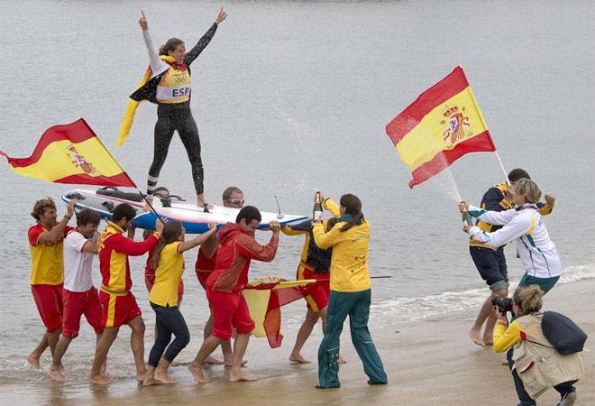 Han sido muchos d�as de regata hasta llegar a este gran momento, el final, el sue�o ol�mpico de Marina y la primera presea de oro para la delegaci�n espa�ola en estos Juegos.
