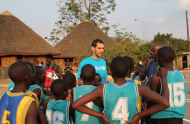 Los �BA aprovechan sus vacaciones para acercarse a �frica. Calder�n (Zambia), Ibaka (Congo) y Pau Gasol (Chad) se encuentran en el continente africano en diferentes viajes solidarios.