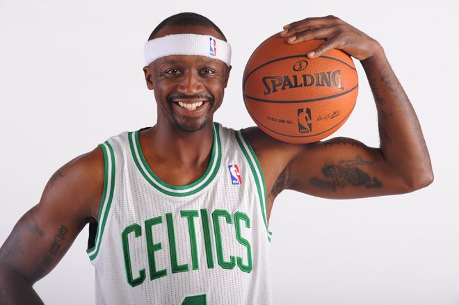 """Jason Terry ha llegado a Boston como el fichaje estrella de los Celtics para la nueva temporada. El escolta aterriza con la complicada misi�n de hacer olvidar a Ray Allen. """"Mi objetivo es matar a Heat y Lakers"""", fueron sus primeras palabras en Boston."""