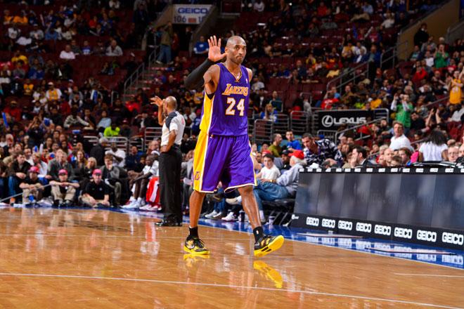 Kobe Bryant triunf� con sus Lakers en su regreso a su ciudad natal, Filadelfia.