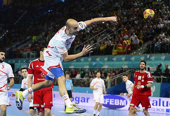 Espa�a gan� a Hungr�a y se jugar� la primera plaza ante Croacia.