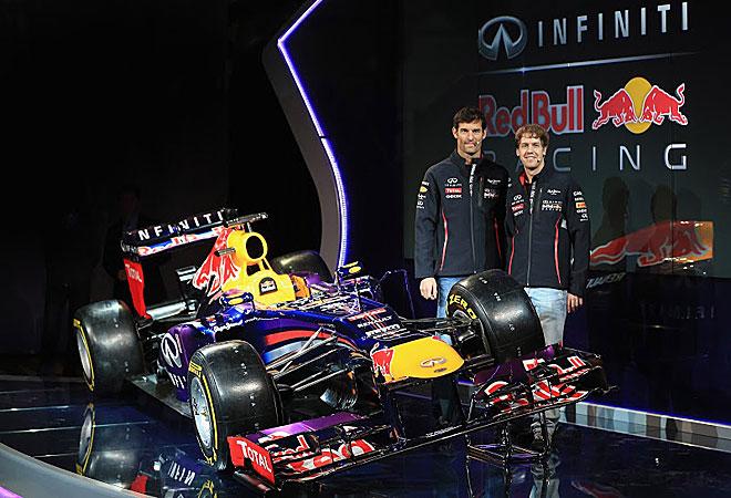 Webber y Vettel posan con el que será su coche en 2013.