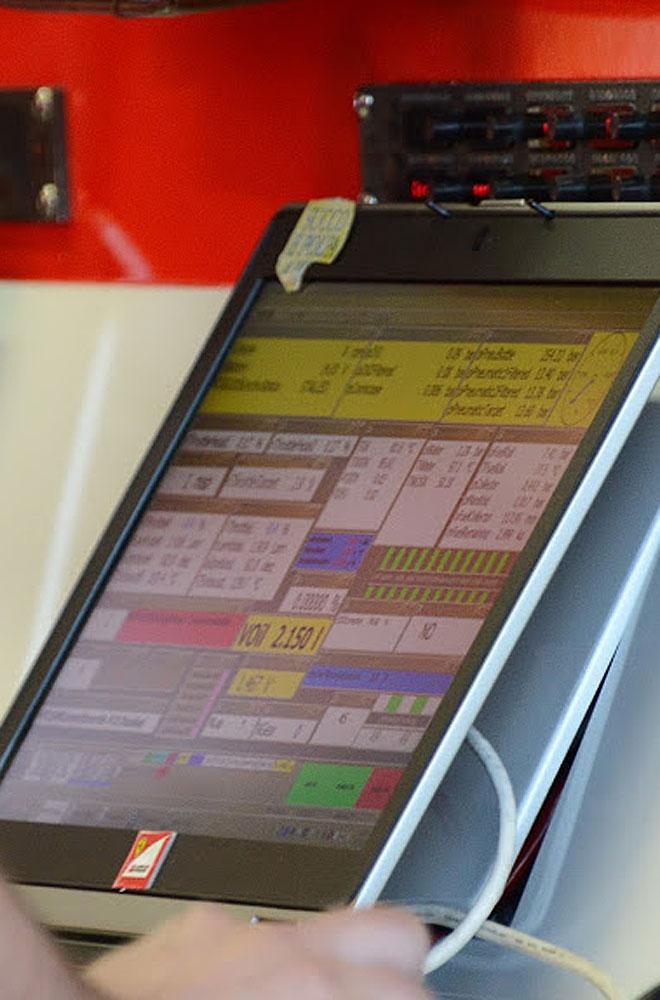 Ferrari cuenta con tabletas como esta para analizar todos los detalles.