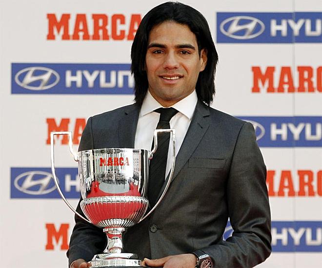 Radamel Falcao recogió un Trofeo MARCA al máximo goleador en la Europa League.