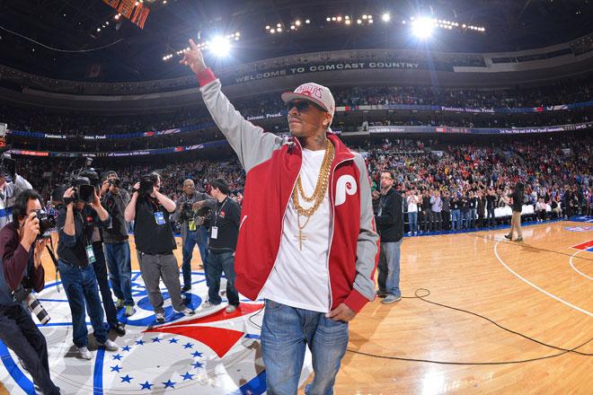 Homenaje del público de Filadelfia a la que fue durante muchos años su gran estrella: Allen Iverson.