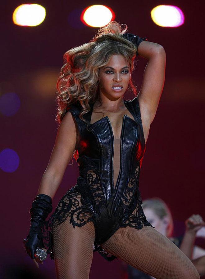 El cantante y productor Jay-Z tiene previsto dejar de ser copropietario de los Nets, y con �l su bella y famos�sima esposa Beyonce, para convertirse en agente de jugadores