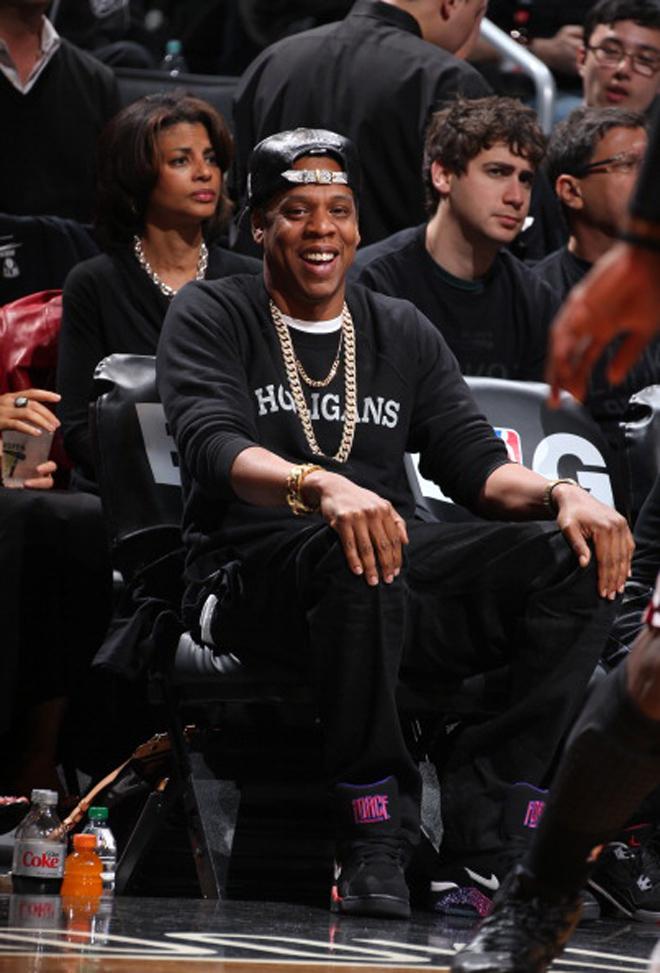 El rapero Jay-Z ha anunciado la venta de sus acciones como propietario minoritario de los Nets. Sin embargo, no ha renunciado a la primera fila en el Barclays Center.