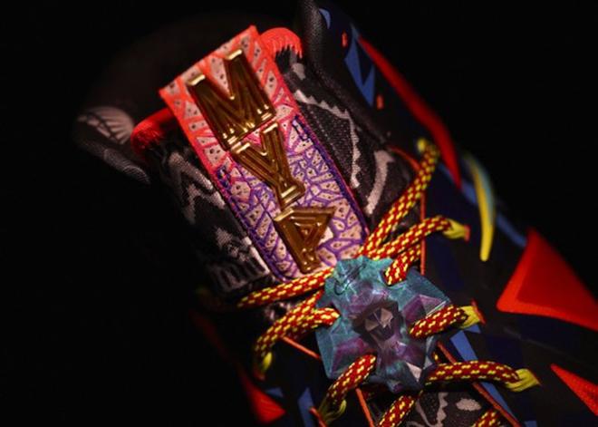 LeBron James se ha alzado con su cuarto MVP en cinco a�os. Un logro que se ha visto reflejado en sus nuevas zapatillas, conmemorativas de dicho premio.