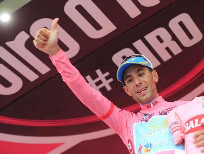 Vincenzo Nibali hizo una buena crono que le sirvi� para ponerse como nuevo l�der de la general del Giro, carrera que todav�a no aparece en su palmar�s.