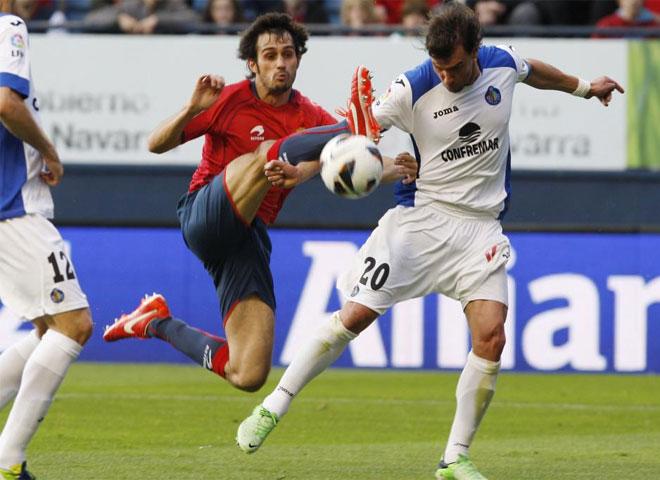 Un gol del defensa en un saque de esquina dio a Osasuna tres puntos vitales en su pelea por la salvaci�n.
