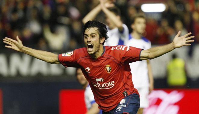 Un gol del defensa en un saque de esquina dio a Osasuna tres puntos vitales en su pelea por la salvación.