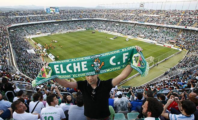 El Elche empató contra el Barcelona B, en un Martínez Valero abarrotado, y acarició la Primera división.