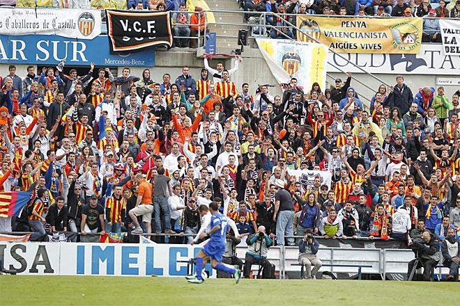 Más de 1.000 aficionados del Valencia se dieron cita en el Coliseum.