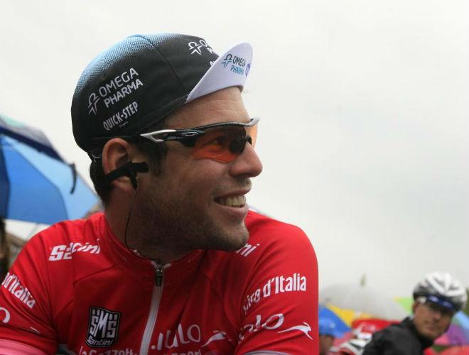 Cavendish, que perdió un importante tiempo en meta, sufrió mucho durante toda la etapa debido a la montaña y al fuerte temporal.