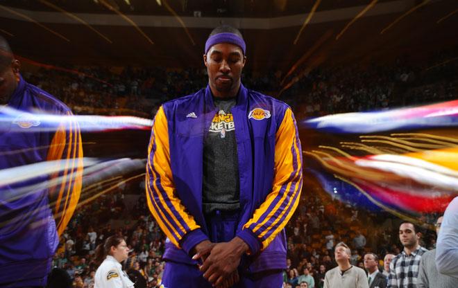 Parece que se avecina un nuevo verano con el culebrón Howard de fondo. Los Lakers quieren darle los mandos de la franquicia para cuando Kobe ya no esté.
