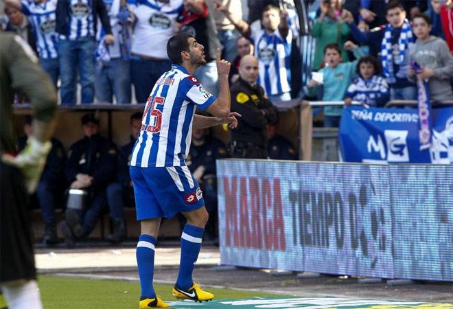 Nelson Oliveira marcó y mandó callar al público de Riazor. Sobró el numerito.