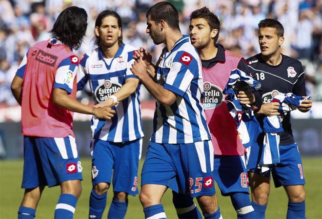 Sus compañeros lo intentaron, pero fue imposible parar a Oliveira, mosqueado por el trato de Riazor.